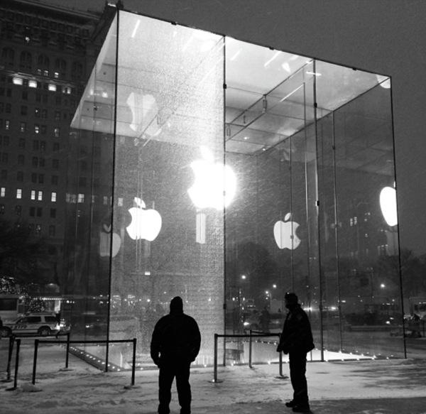 cubo-con-vetro-rotto-new-york
